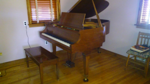 Baldwin Piano Model R